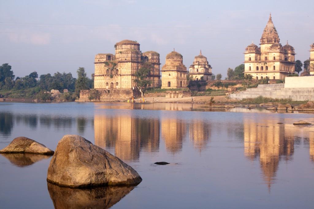 La rivière Betwa et ses temples à Orchha, Madhya Pradesh