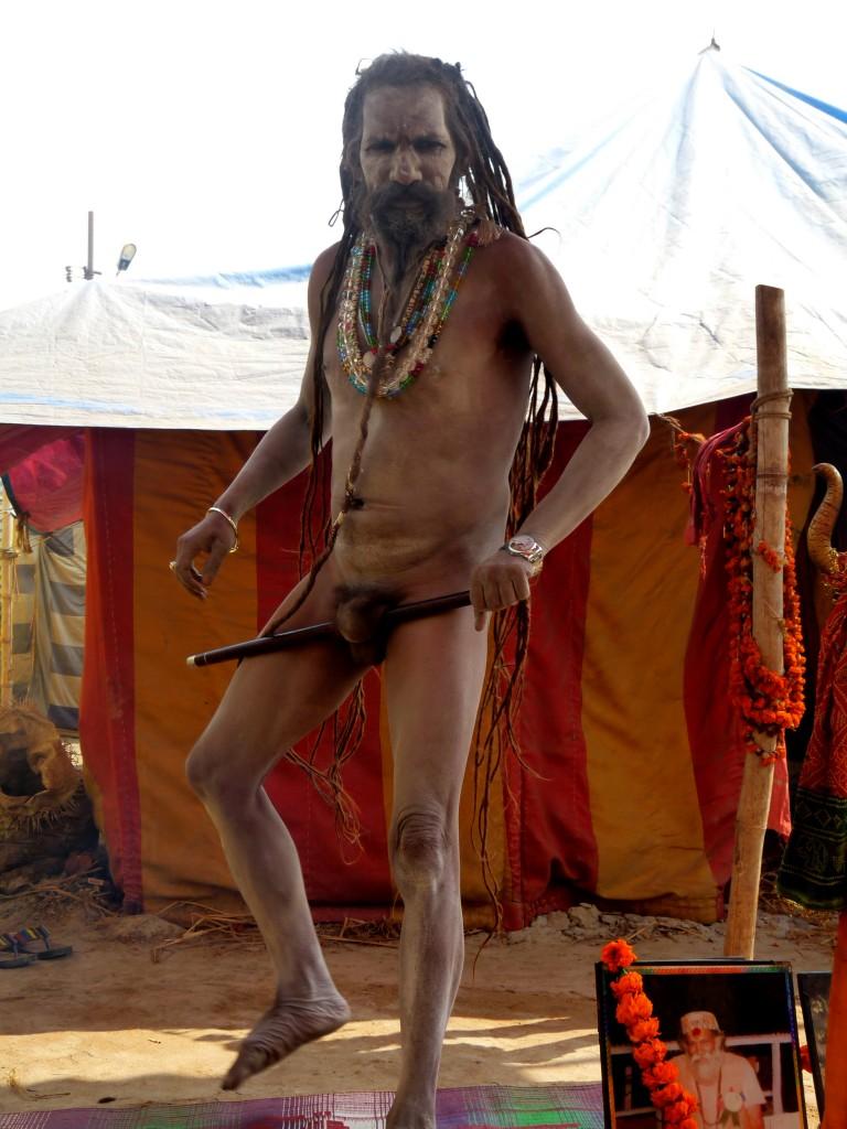 Séance d'étirements pour le Naga Baba