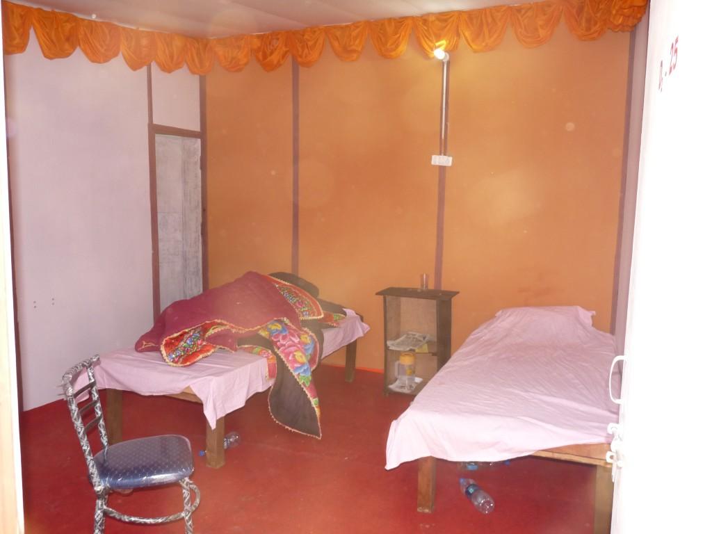 Chambre en préfabriqué, la version confort & eau chaude de la Kumbh Mela