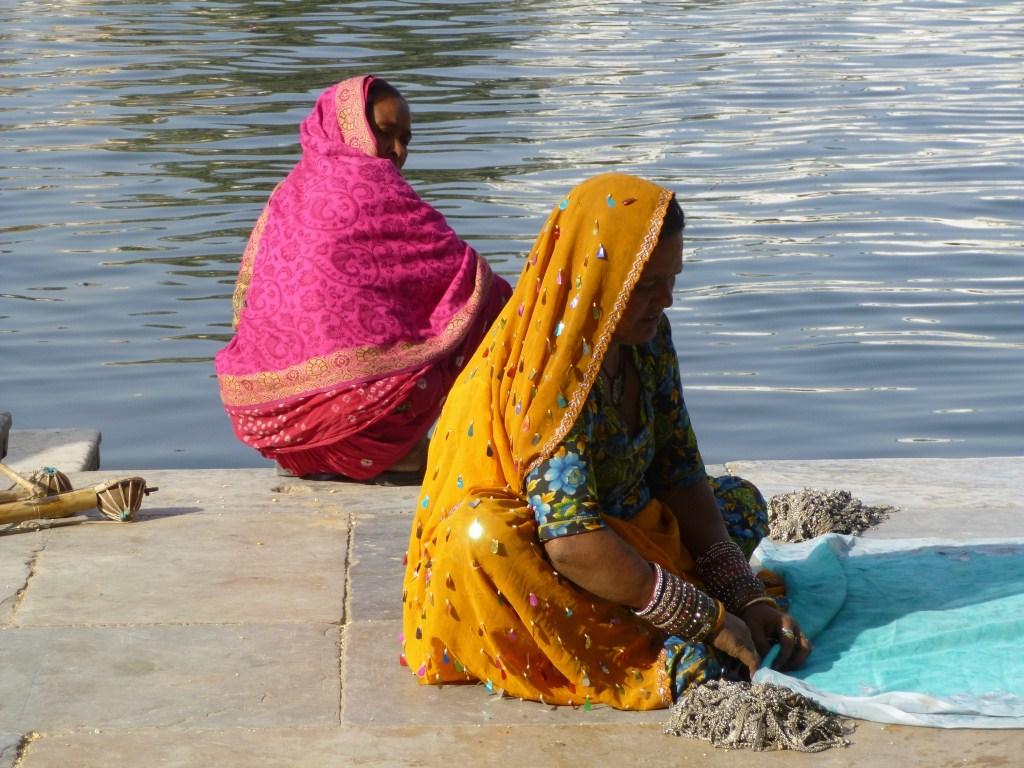 Femmes en sari à Udaipur