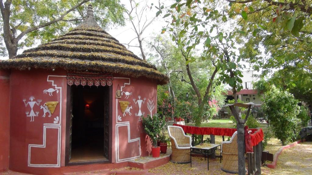 Habitation ethnique ouverte sur le jardin de la guesthouse