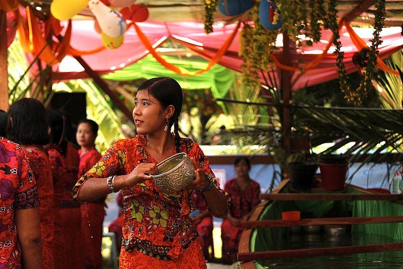 Durant le mois de Thingyan en Birmanie