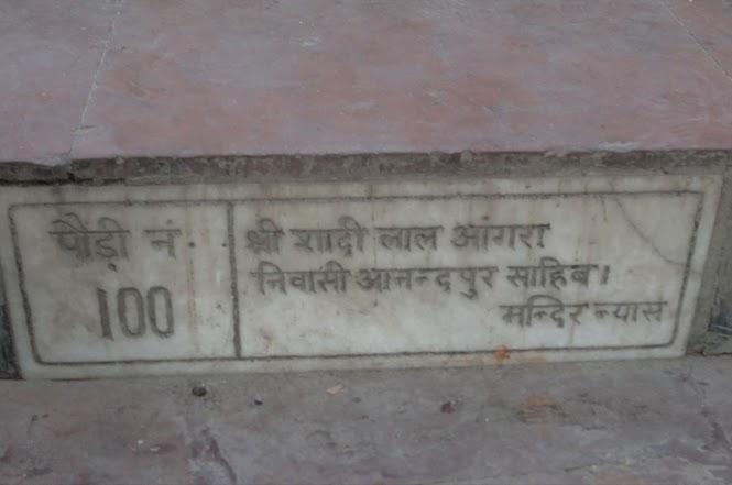 La centième marche menant au temple de Naina