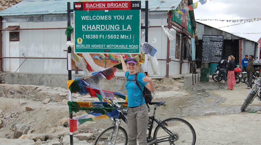 Descente à VTT du Khardung La