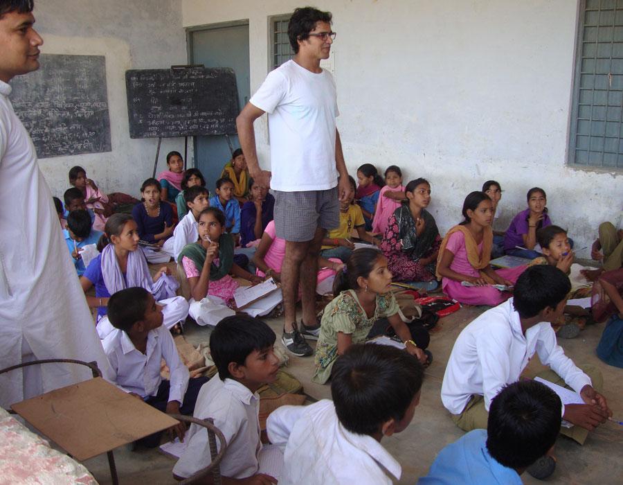 Dans l'école avec les enfants