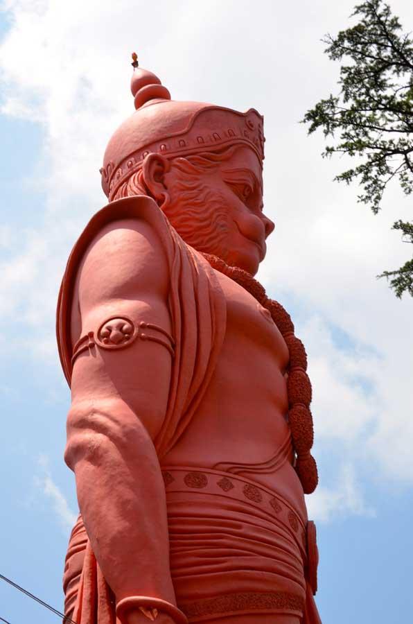 33 Meter große Hanuman Statue im Jakhu Tempel, Shimla