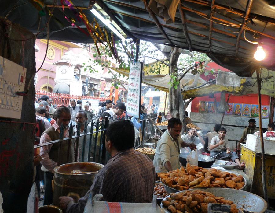 Samossa en pagaille dans ce dhabba à la sortie du métro