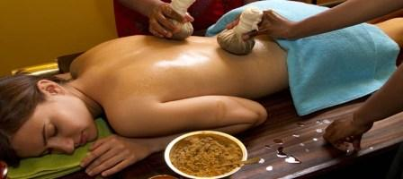 Ayurveda_traditional oil back massage