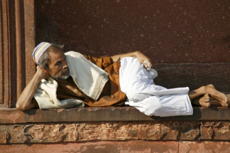Old Delhi_Old man relaxing at Jama Masjid