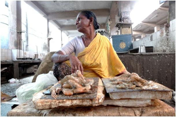 Vente de crevettes sur le marché