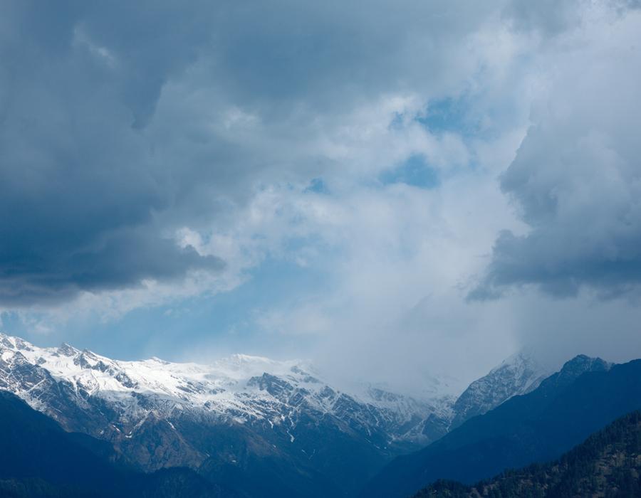 Montagnes enneigées de l'Himachal Pradesh