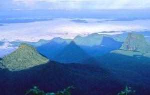 Sol poniente en la cumbre del Pico de Adam