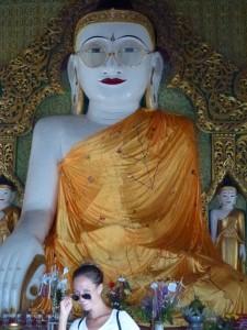 Bouddha à lunettes en Birmanie