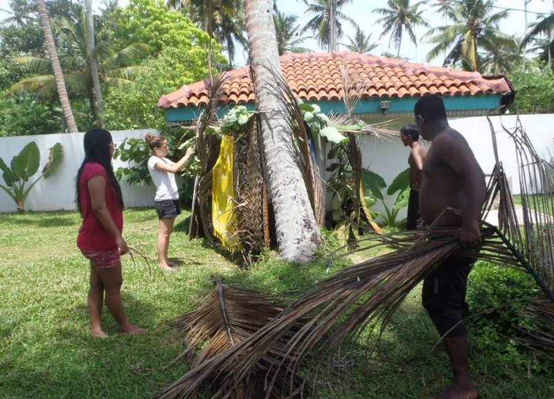 Cabane de surf de Christophe, Maëlle, Isuru, John, Aaliya