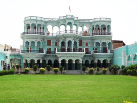 Hotel in Churu