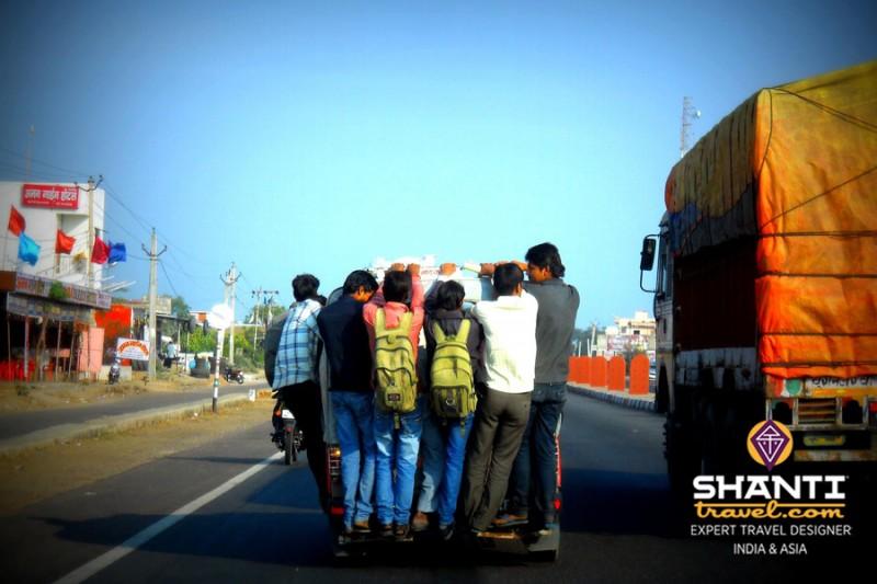 Camion sur la route du Rajasthan