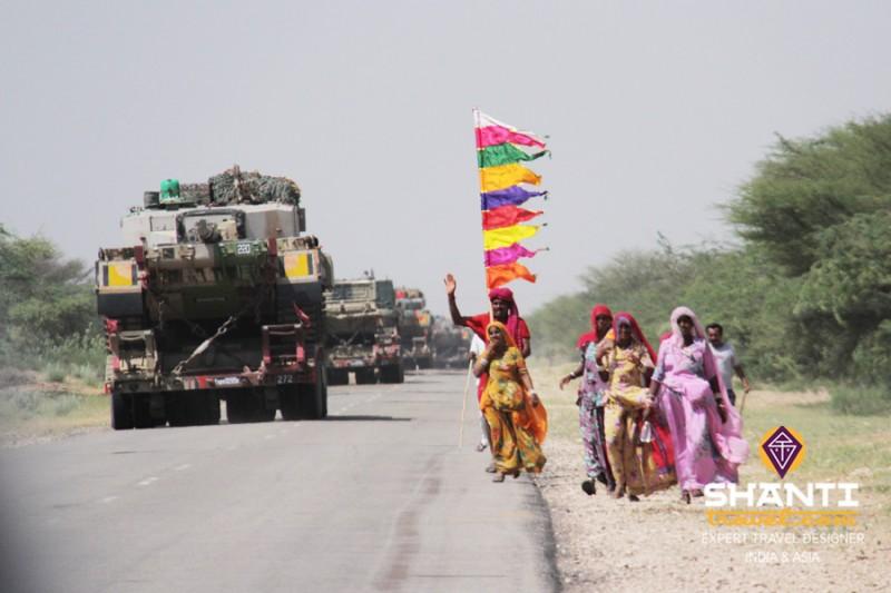 Passants sur la route du Rajasthan