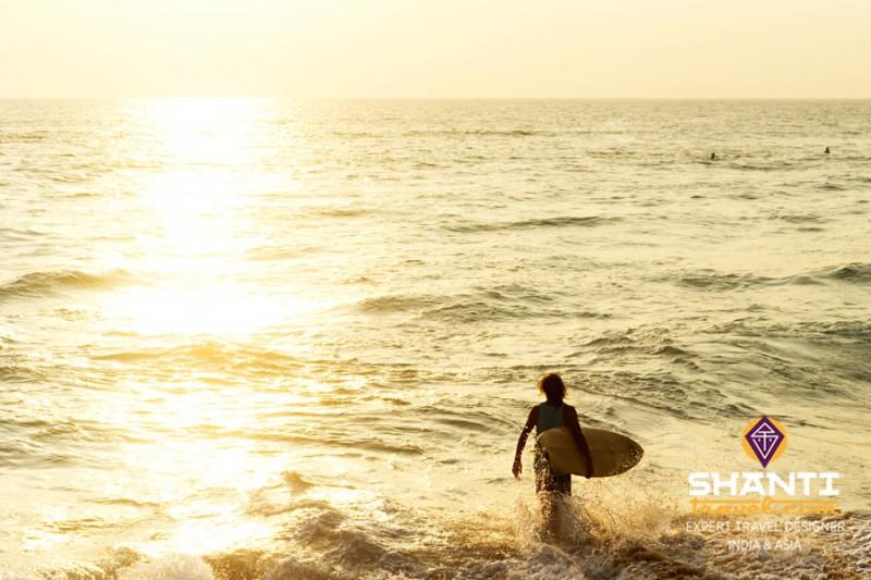 Surf sur les plages du Sri Lanka
