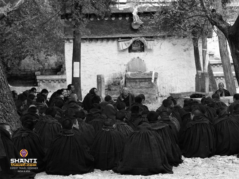 Groupes de moines au Tibet