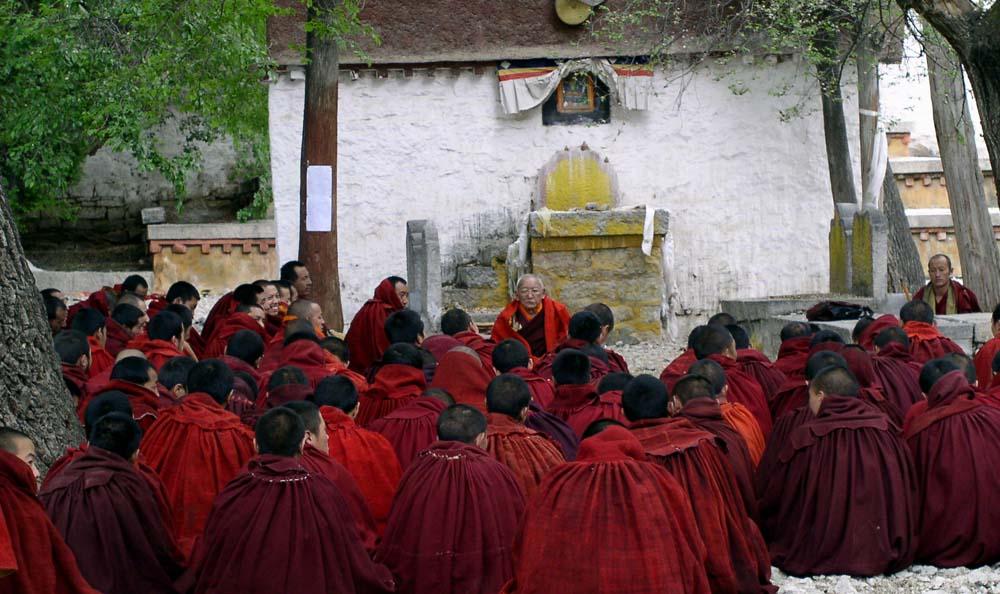 Moines en conseil tibet