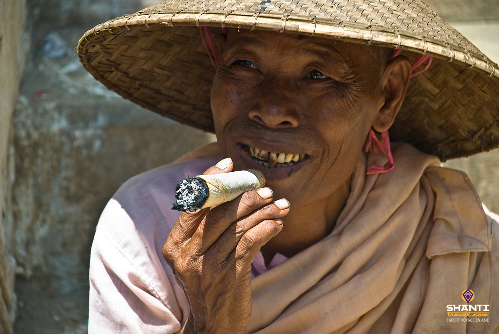 birmanie cheroot nonne
