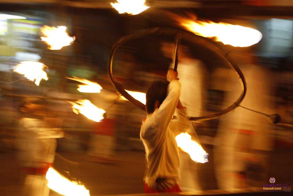 esala perahera dancers