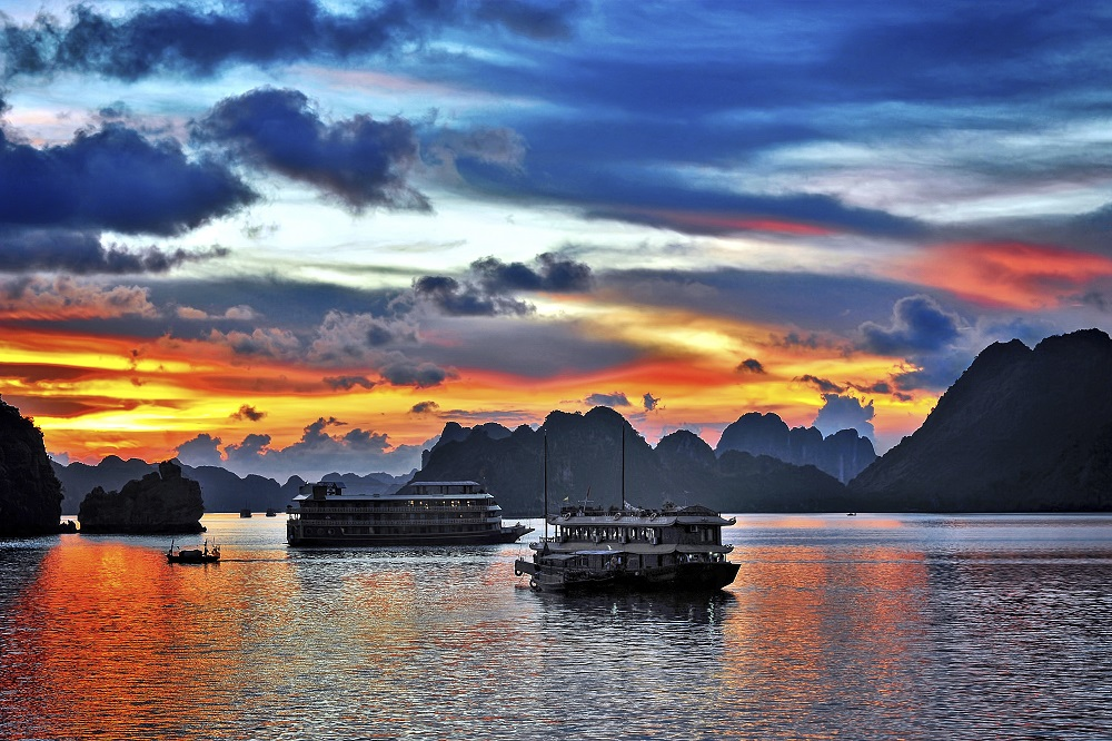 Baie d'halong night