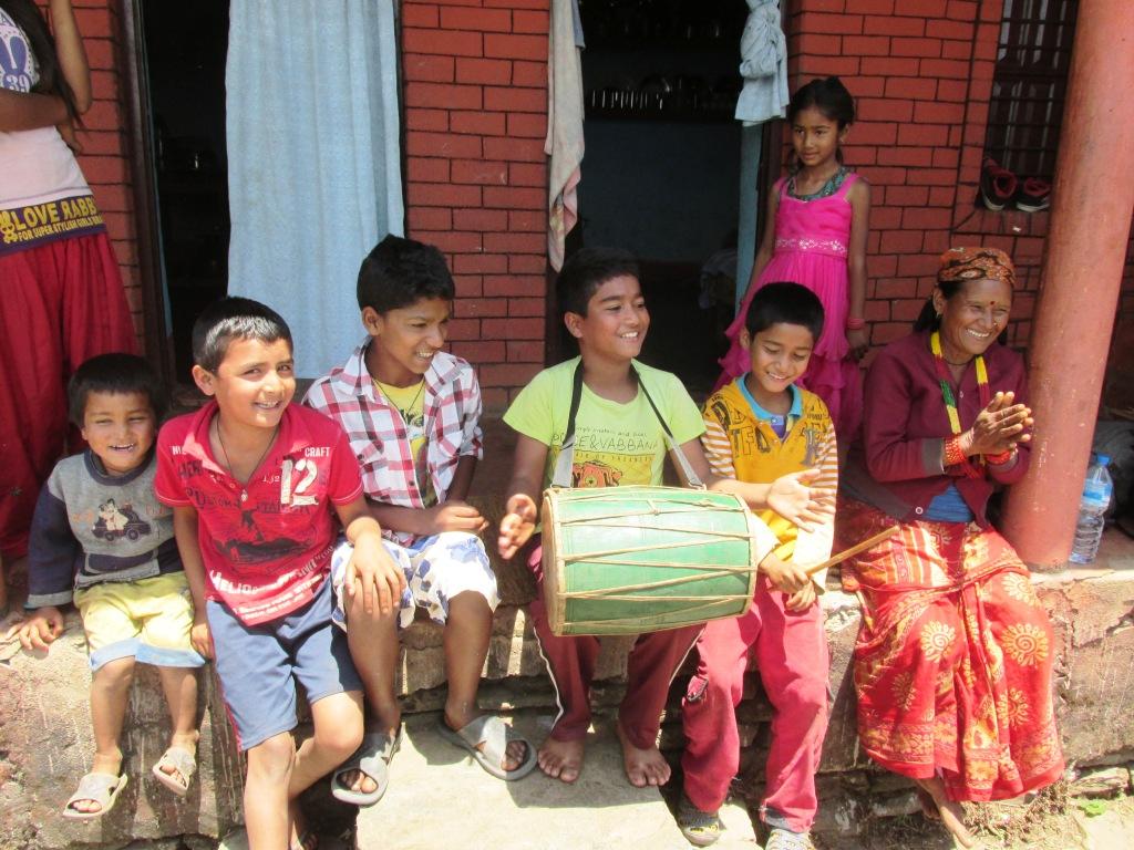 Népalais jouant de la musique