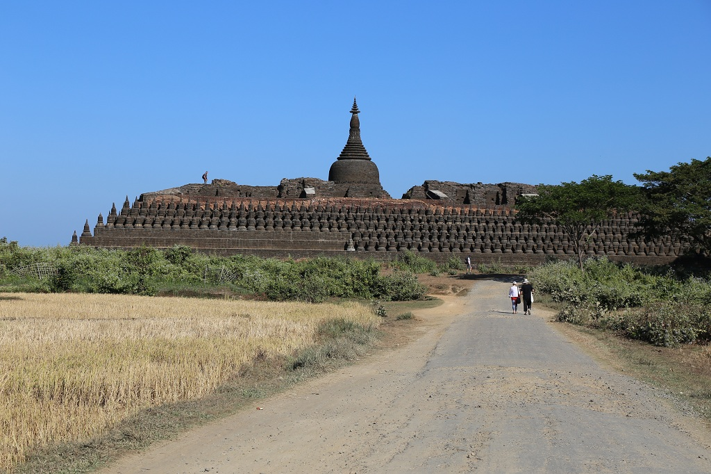 kothaung temple in mrauk u