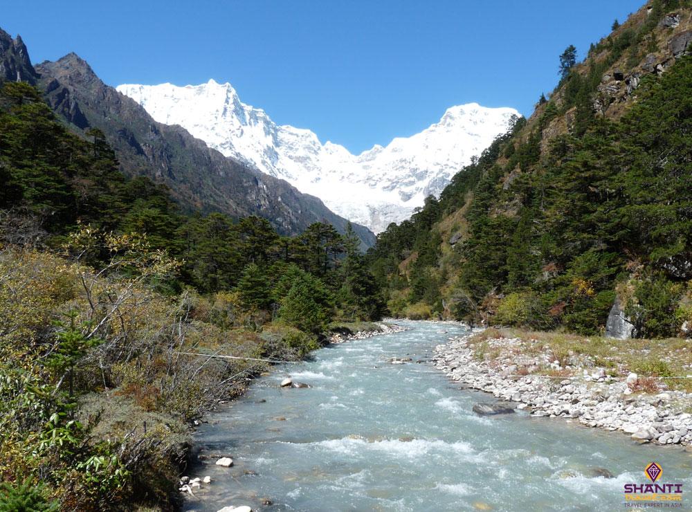 top 3 trekking routes in bhutan