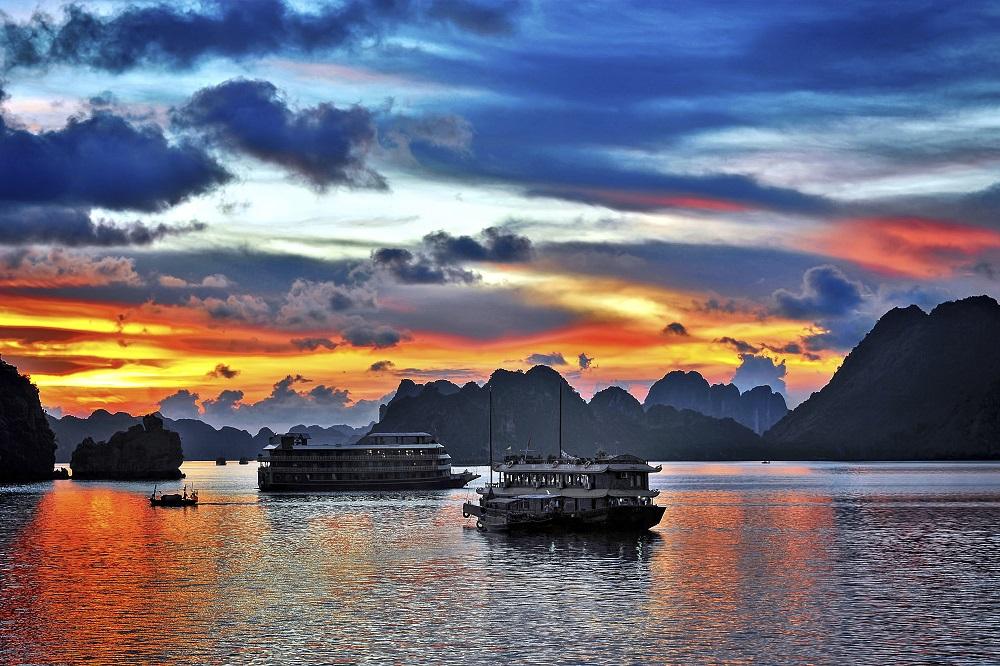 halong vietnam tour