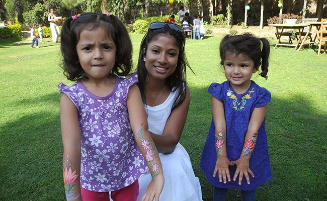 Jeevanthy avec Alice et Priyanka, ses filles