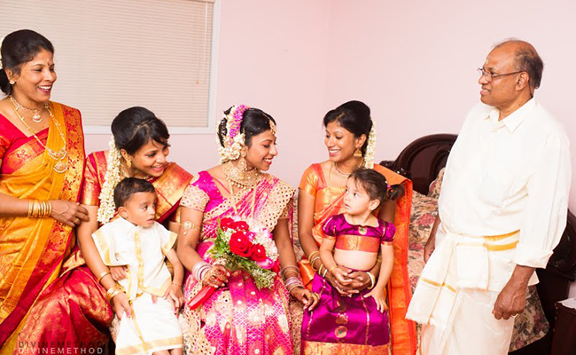 La famille de Jeevanthy au mariage de Pirasanthy au Canada.