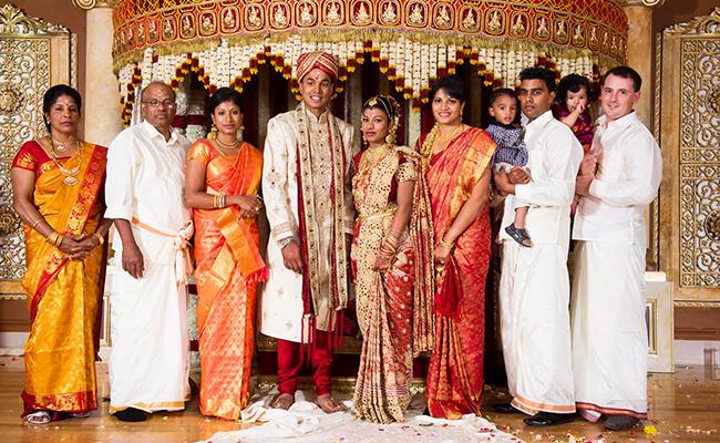 Jeevanthy, ses parents et sa sœur lors du mariage de Pirasanthy, la benjamine, au Canada.